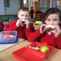 healthy-eaters-in-second-class